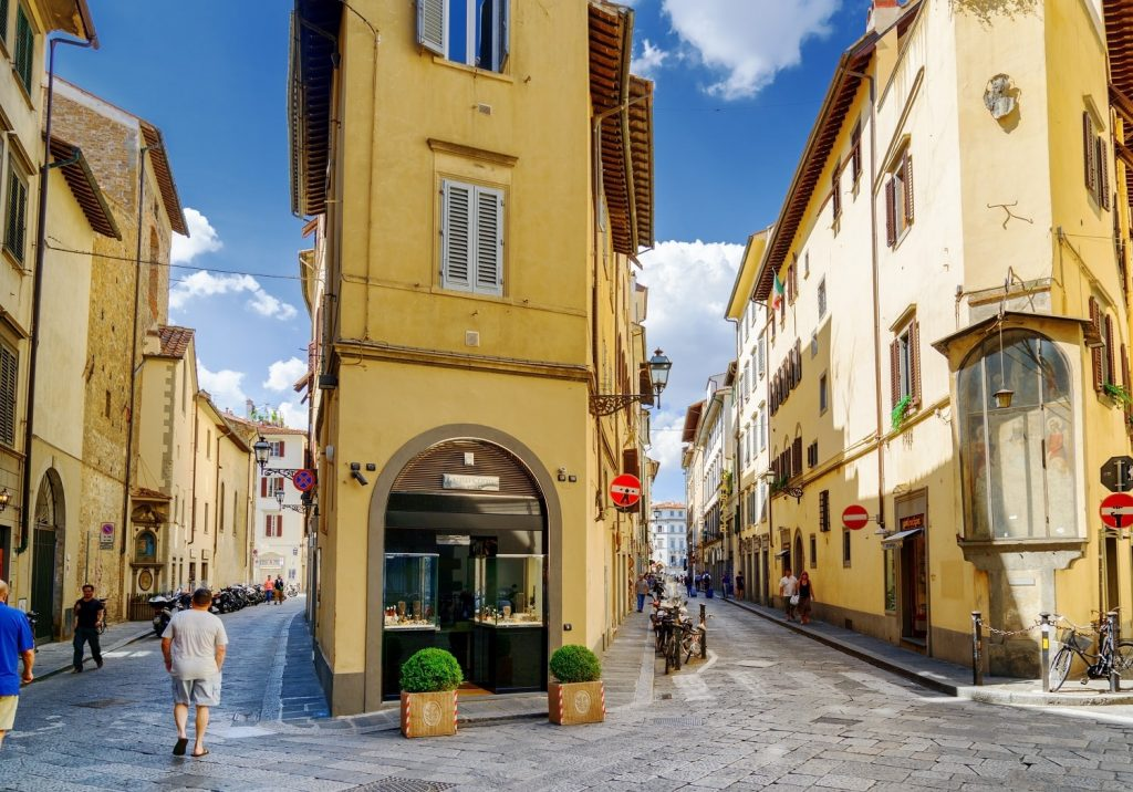 Crossroad-of-the-Via-della-Spada-and-the-Via-del-Sole-in-Florence
