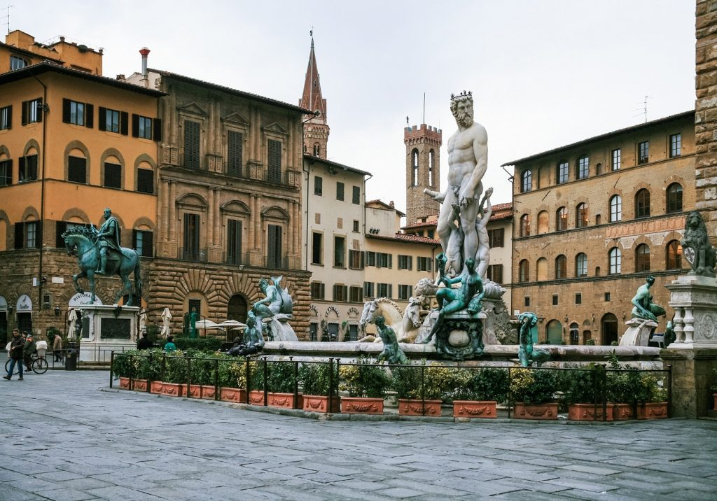 Piazza-della-Signoria-and-Fountain-of-Neptune-in-Florence